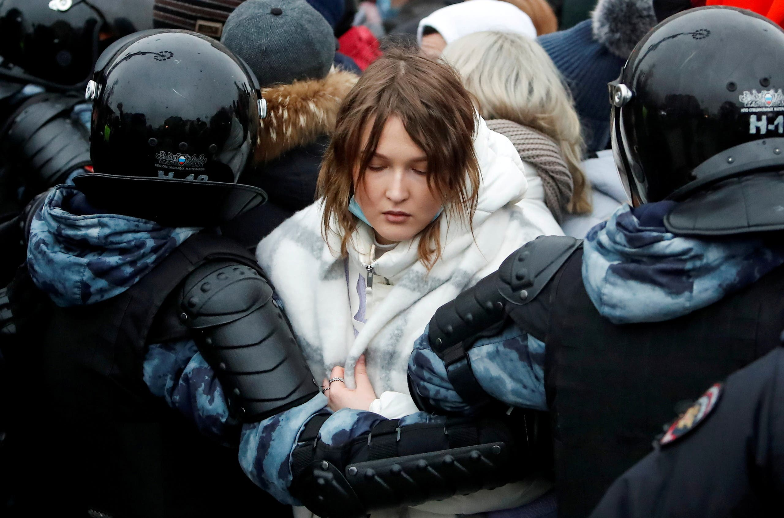 Law enforcement officers detain a woman during a rally in support of jailed Russian opposition leader Alexei Navalny in Moscow, Russia January 23, 2021. (Reuters)