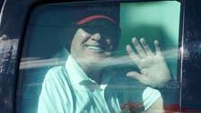 بالصور.. ترمب يلعب الغولف ويمرح مع أنصاره في فلوريدا