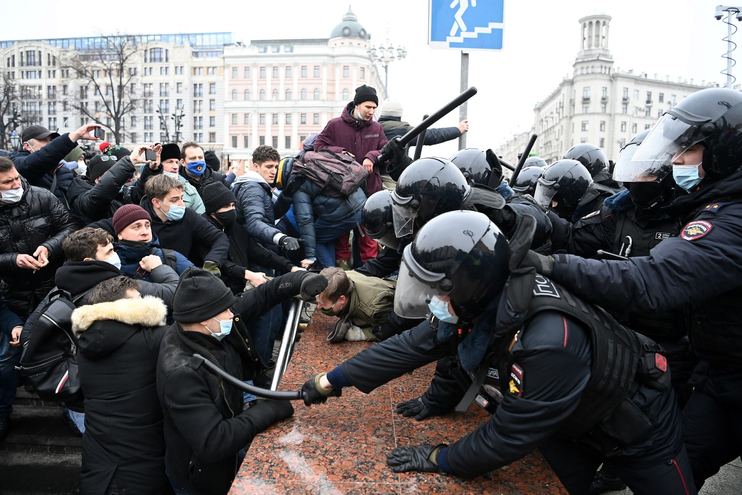 Protesters clash with riot police during a rally in support of jailed opposition leader Alexei Navalny in downtown Moscow on January 23, 2021. (File photo)