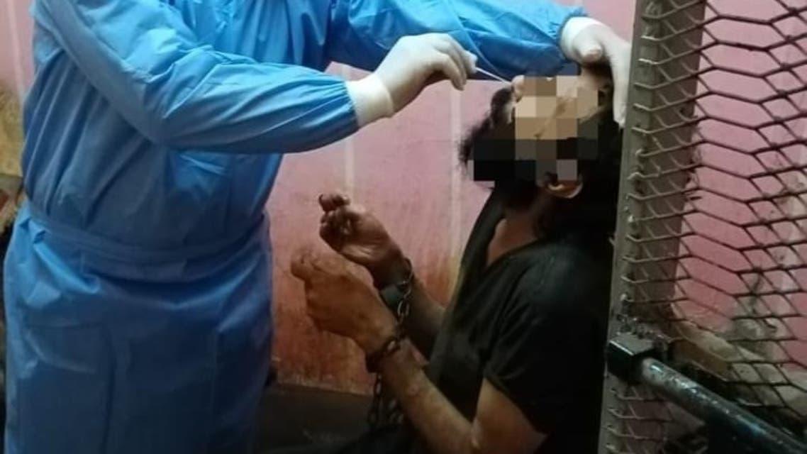القبض على مصرية حبست ابنها في غرفة مغلقة لمدة عامين