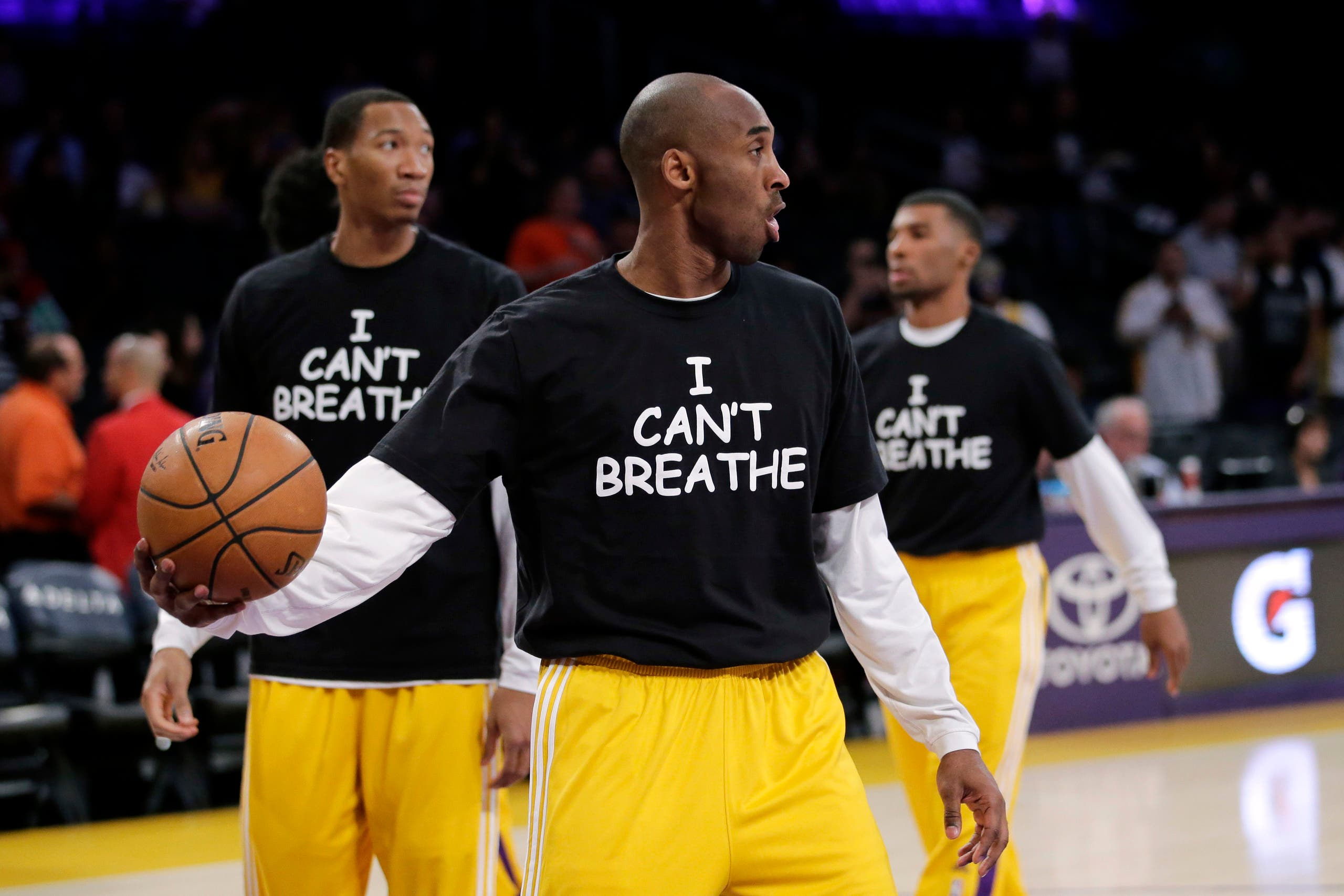 Kobe Bryant, center, and his teammates warm up before an NBA basketball game against the Sacramento Kings, Tuesday, Dec. 9, 2014, in Los Angeles. (AP)