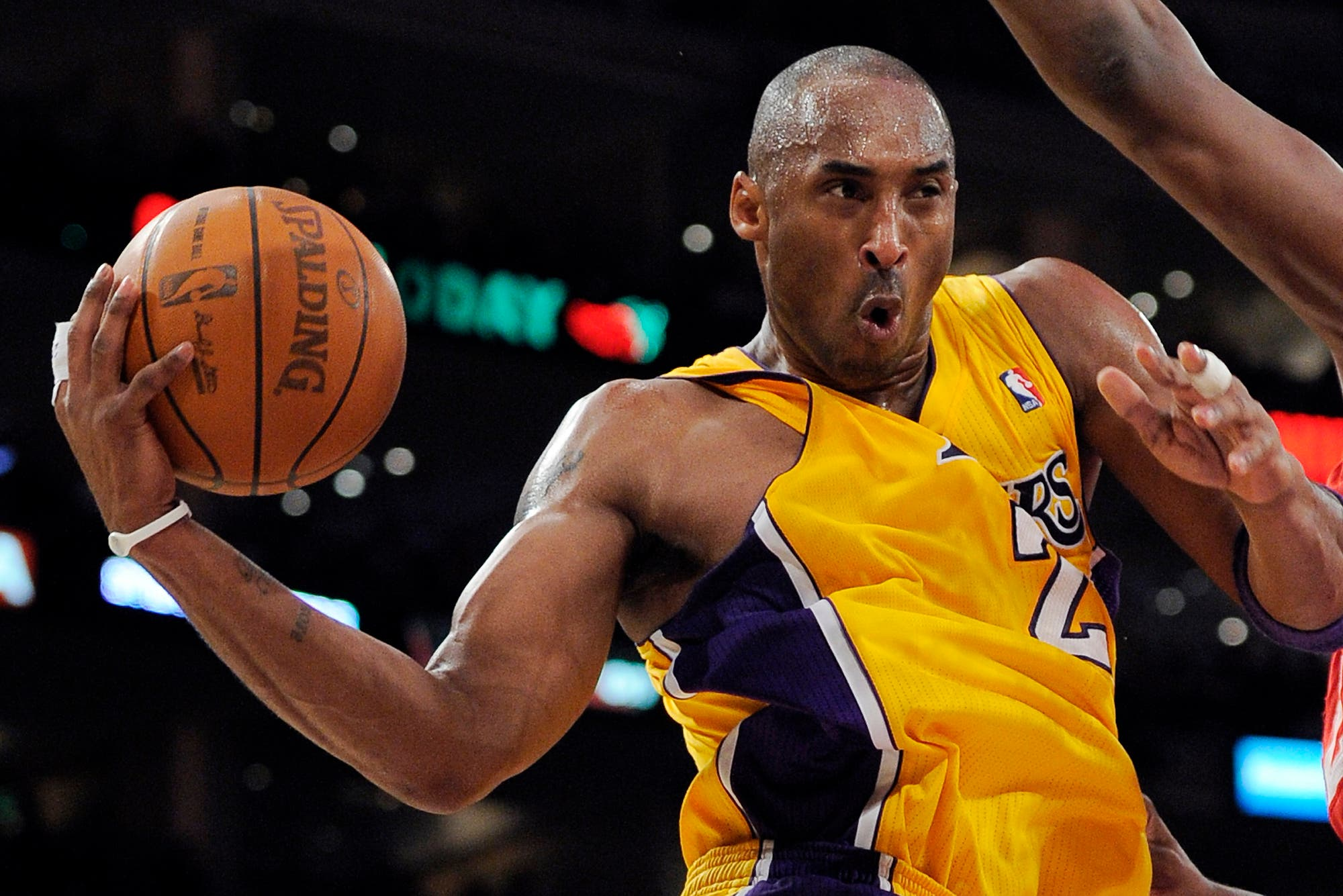 Kobe Bryant goes up for a shot during the second half of their NBA basketball game against the Philadelphia 76ers, Friday, Dec. 31, 2010, in Los Angeles. (AP)