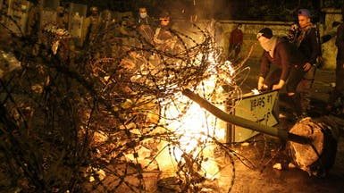 حجارة وغاز مسيل للدموع.. تراشق بين الأمن والمحتجين بطرابلس