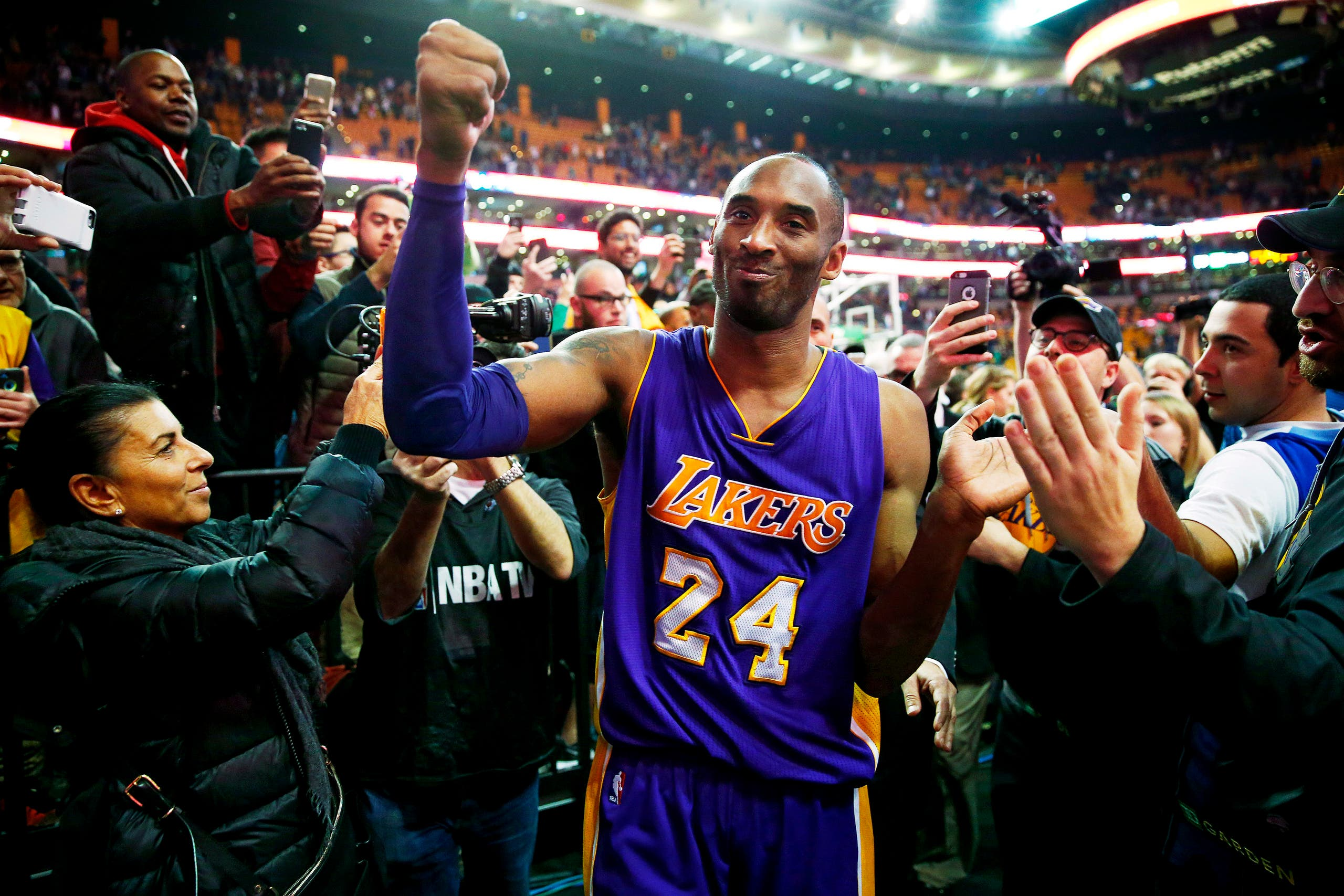 Kobe Bryant acknowledges the crowd as he leaves the court after their 112-104 win over the Boston Celtics in his final regular season NBA basketball game in Boston Wednesday, Dec. 30, 2015. (AP)