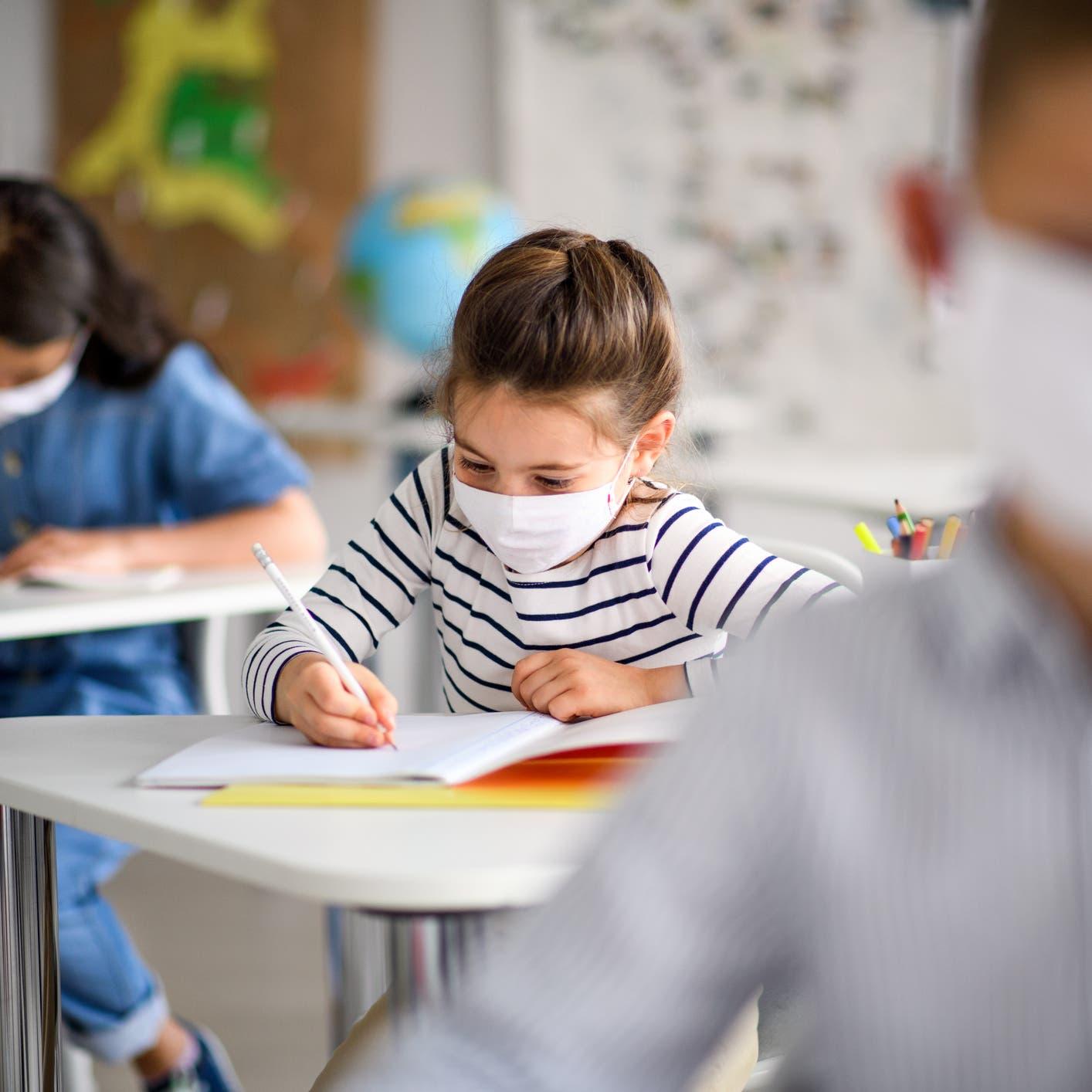 للحفاظ على سلامة الطلاب والمعلمين بزمن كورونا.. نصائح من الصحة العالمية