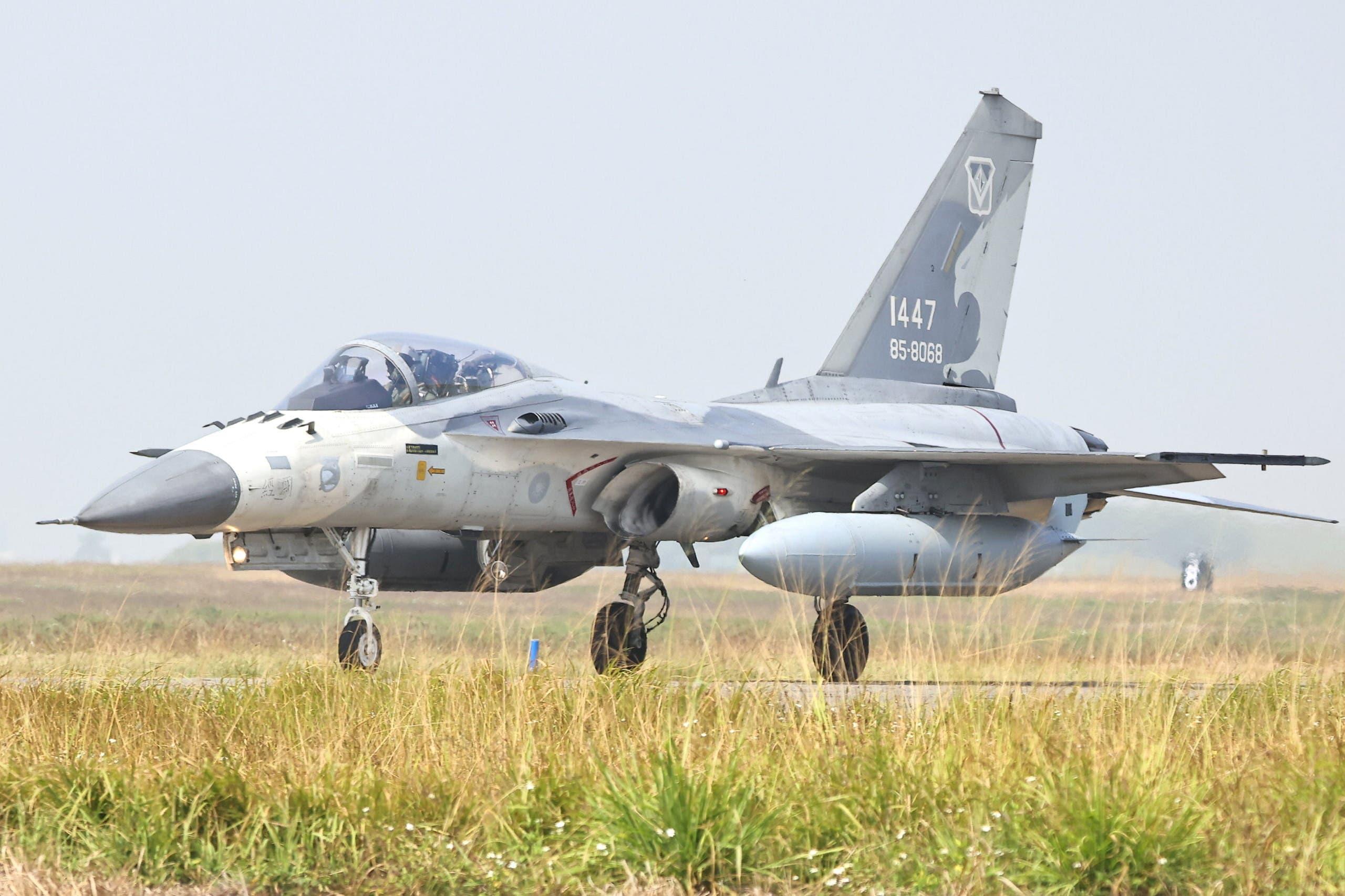 طائرة تابعة القوات الجوية التايوانية في مدينة تاينان يوم 26 يناير