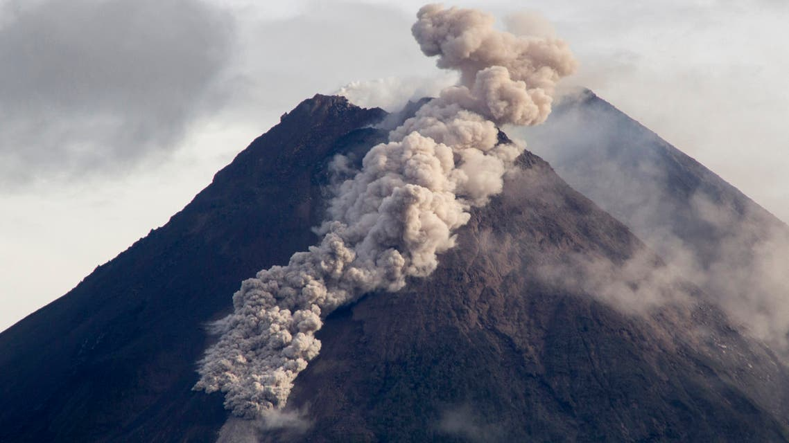 Hot cloud of volcanic materials run down the slope of Mount Merapi during an eruption in Sleman, Wednesday, Jan. 27, 2021. (AP)