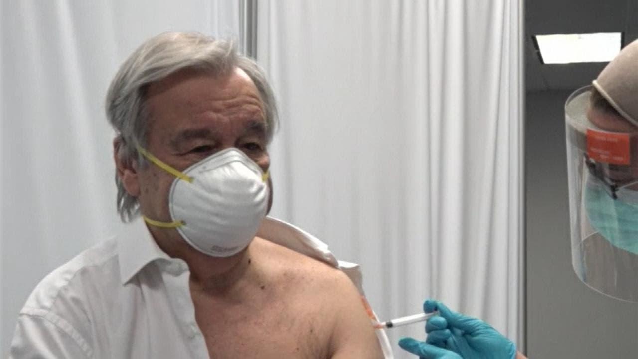 غوتيريش يتلقى التطعيم