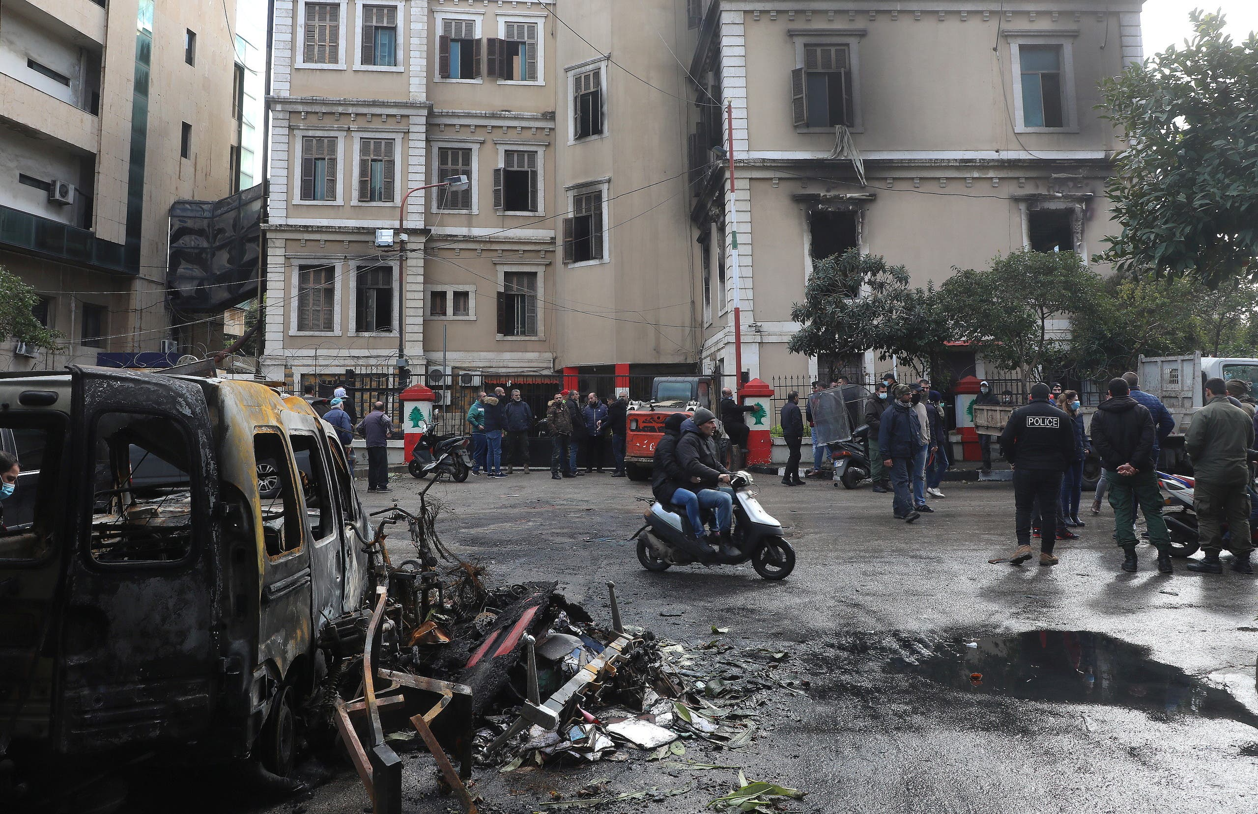 People gather at the municipality building that was set ablaze overnight, in the aftermath of protests against the lockdown and worsening economic conditions, amid the spread of the coronavirus disease (COVID-19), in Tripoli, Lebanon January 29, 2021. (File photo: Reuters)