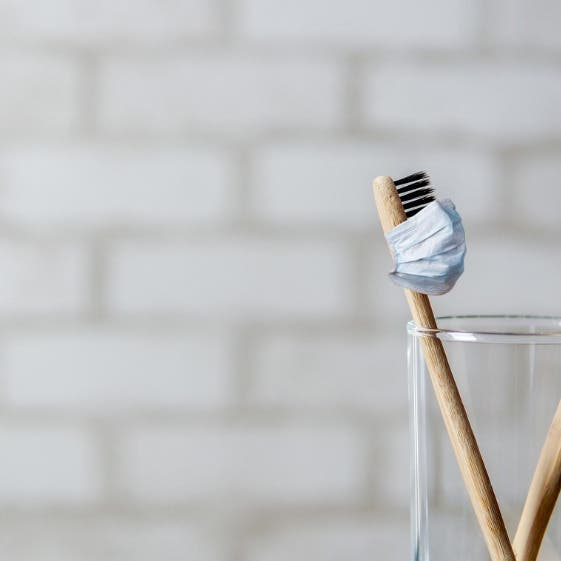 تعتبر مخزناً للملوثات.. هل تنقل فرشاة الأسنان فيروس كورونا؟