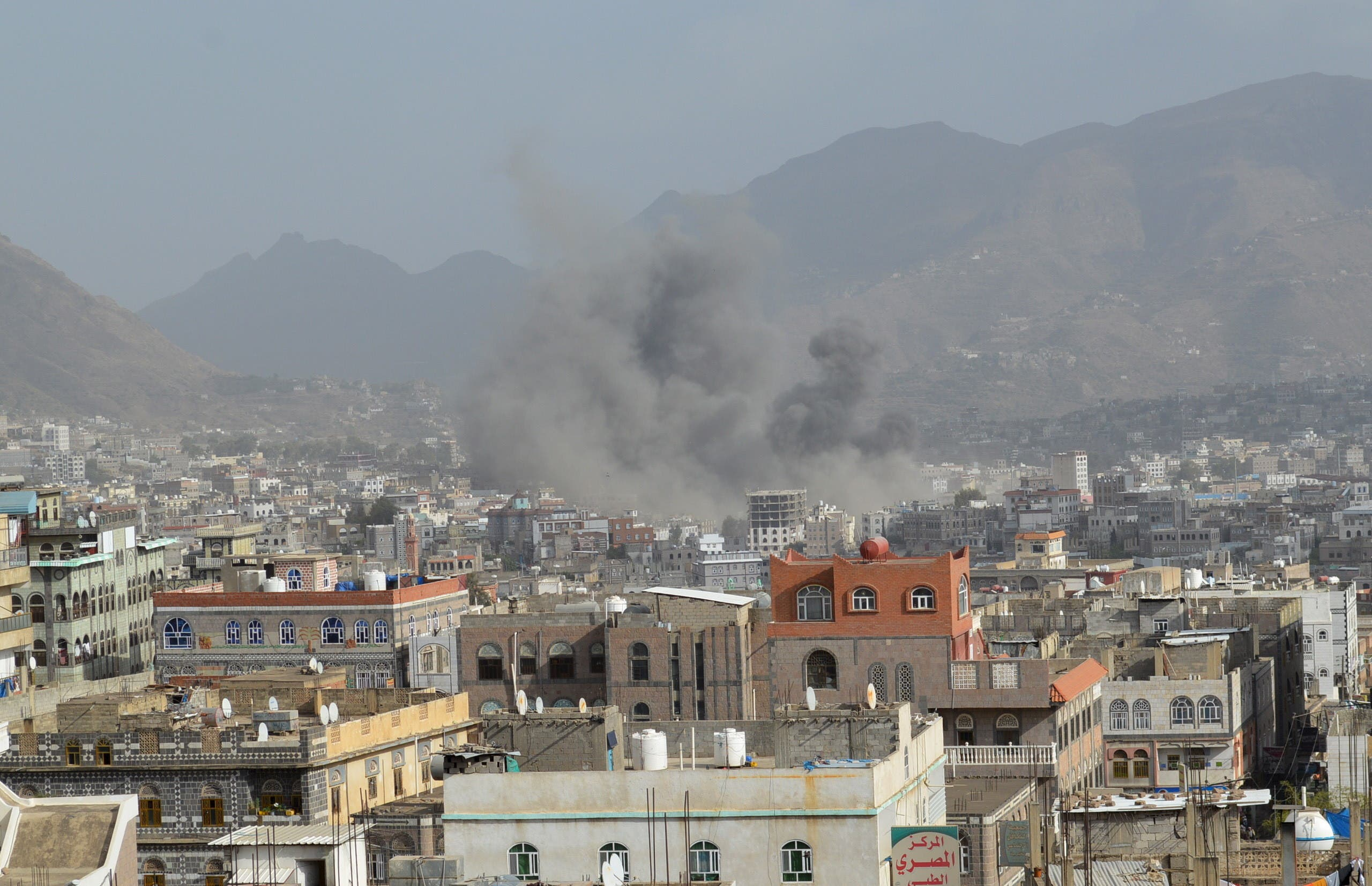 Smoke billows after an air strike in Yemen's central city of Ibb. (File photo: Reuters)