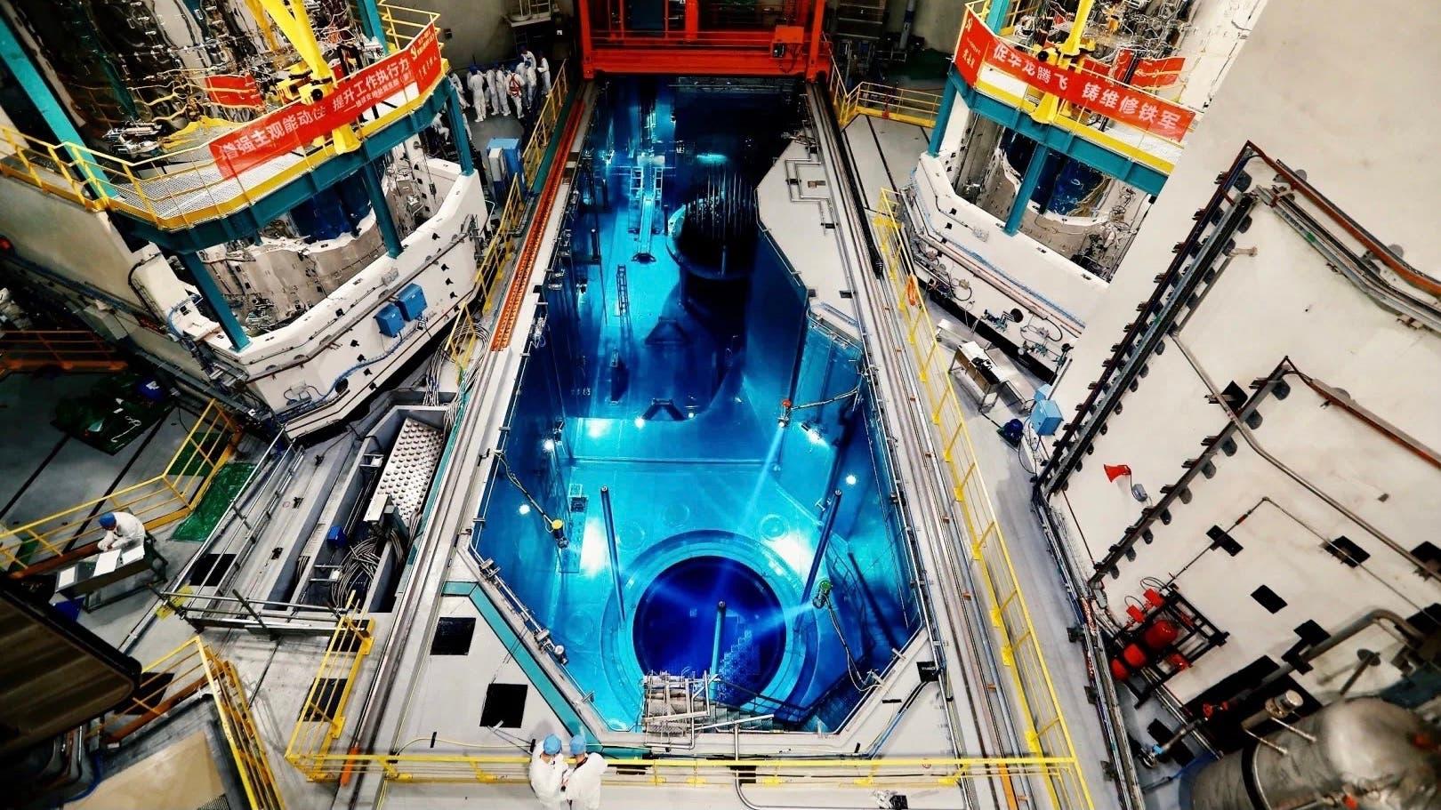 """صورة متداولة لعملية تعبئة الوقود في المفاعل  """"هوالونغ وان"""""""