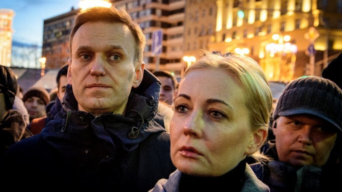 Russian opposition leader Alexei Navalny (L) and his wife Yulia pay tribute with several thousand opposition supporters to the victims of a Siberian shopping mall fire at Pushkinskaya Square in downtown Moscow on March 27, 2018. (AFP)