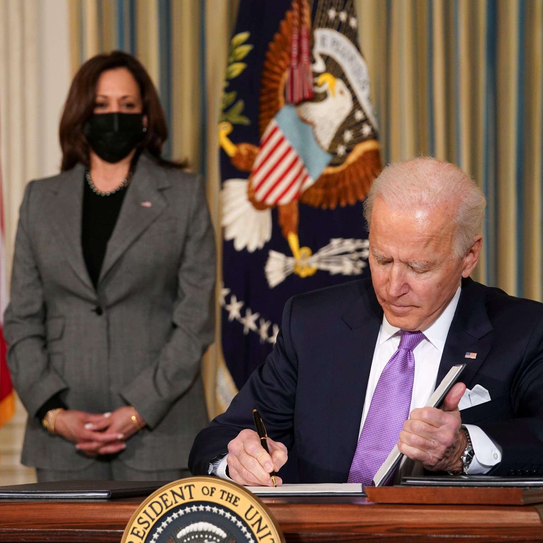 """10 أيام في البيت الأبيض.. كيف حكم بايدن بـ""""القلم والهاتف""""؟"""