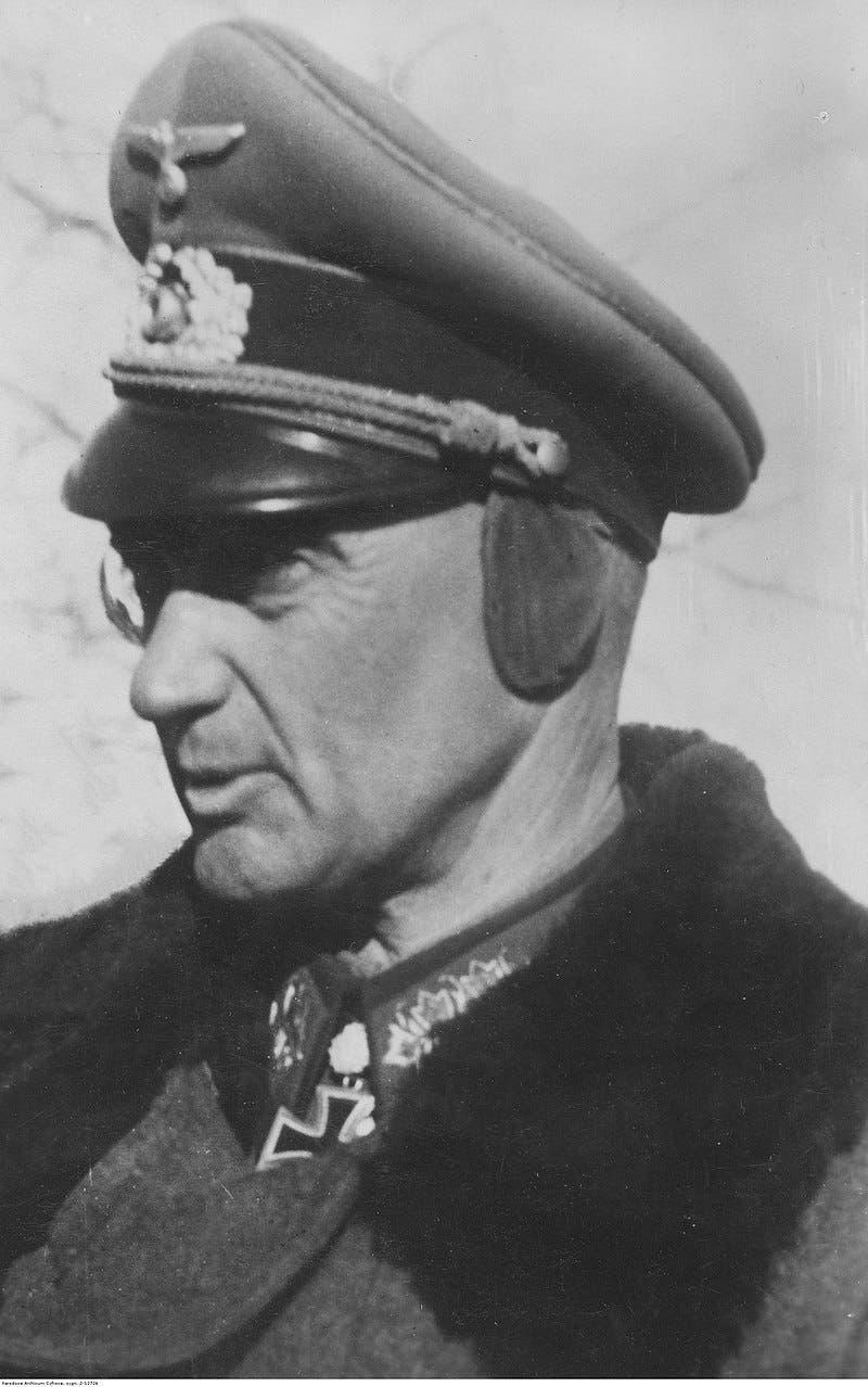 صورة للجنرال الألماني فالتر مودل