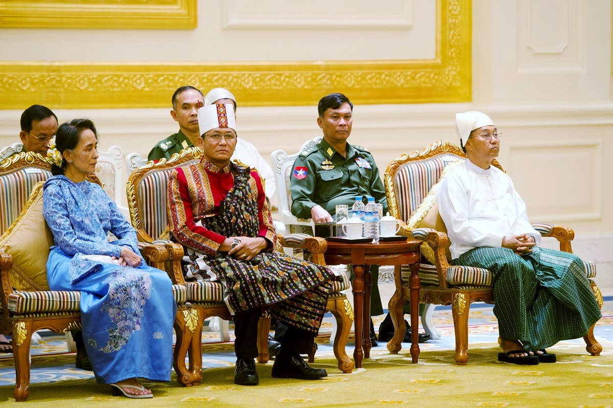 Aung San Suu Kyi (L) and vice presidents Henry Van Thio (2nd L) and Myint Swe attend the handover ceremony from outgoing President Thein Sein and new Myanmar President Htin Kyaw at the presidential palace in Naypyitaw on March 30, 2016. (Reuters)