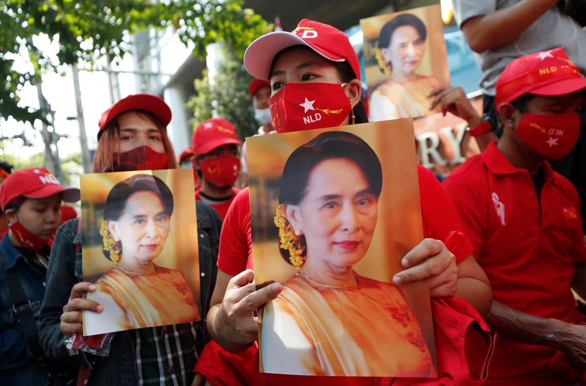 Burmese living in Thailand hold pictures of Myanmar leader Aung San Suu Kyi during a protest in front of the Myanmar Embassy in Bangkok, Feb. 1, 2021. (AP)