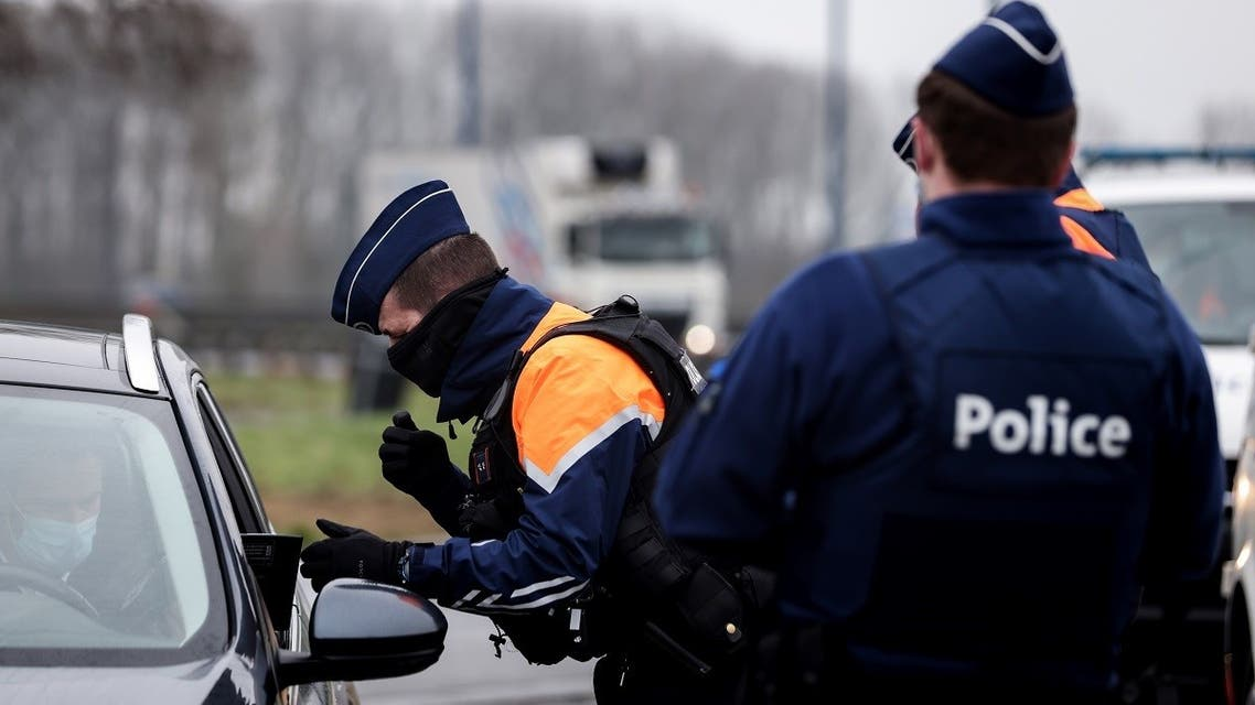 Belgian police officers perform road checks on January 27, 2021 at a  border crossing with France. (Kenzo Tribouillard/AFP)