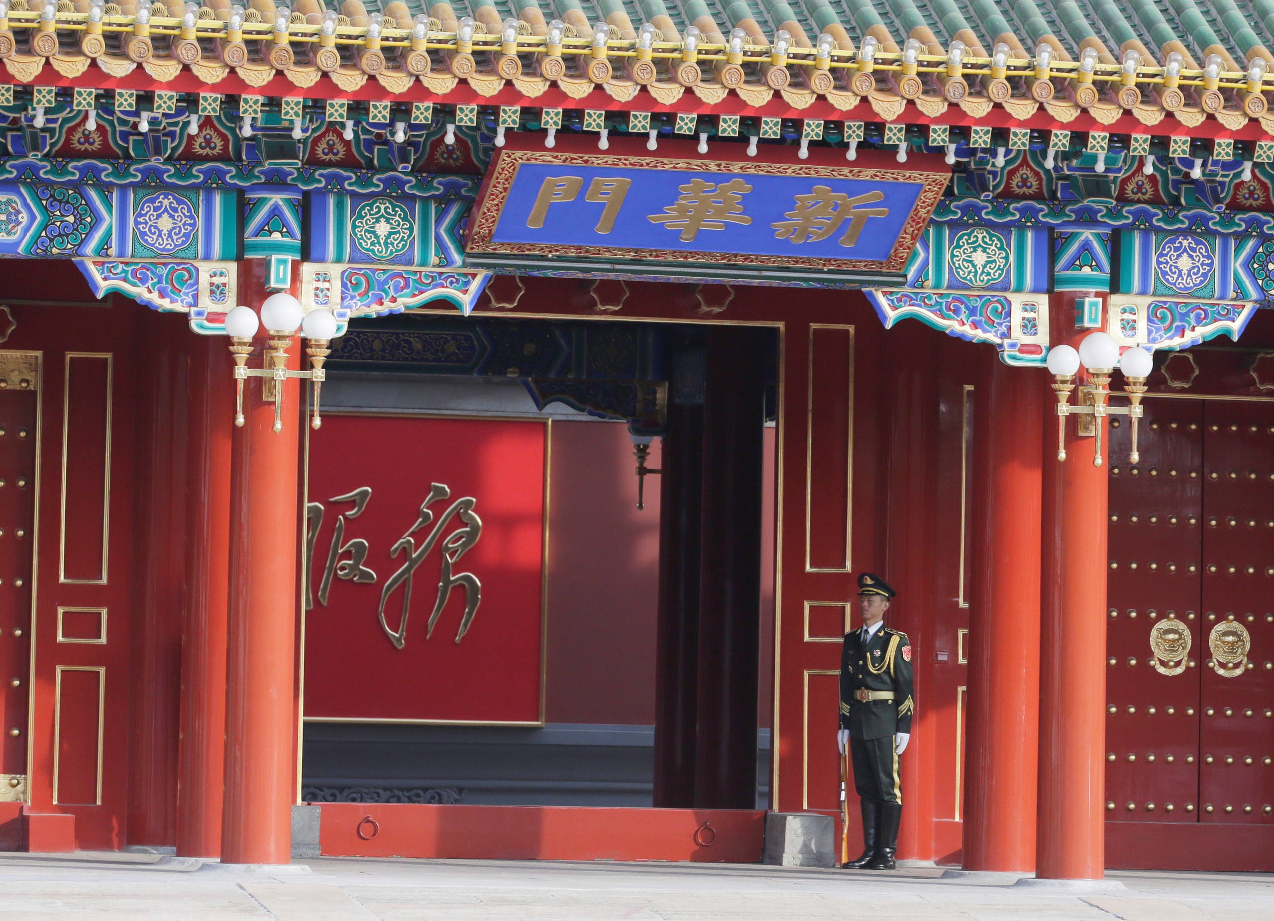 A soldier stands guard at Xinhuamen Gate of the Zhongnanhai leadership compound in Beijing, China November 1, 2019. (Reuters)