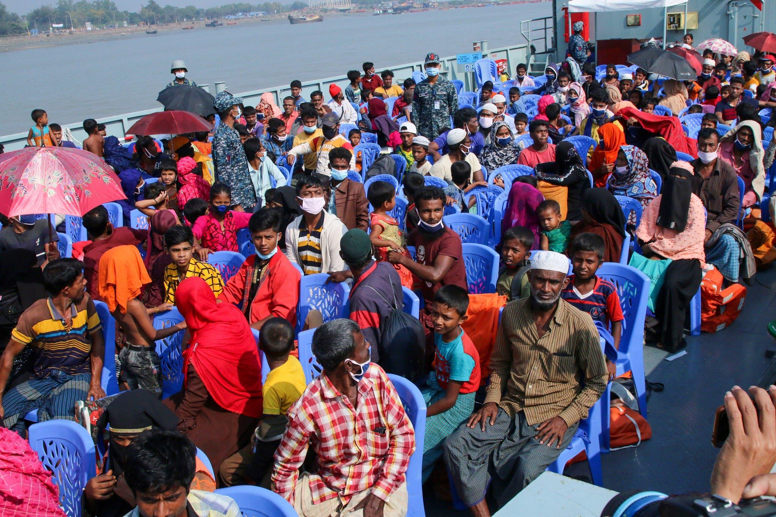 انتقال برخی از پناهندگان روهینگیا به بنگلادش در یک جزیره دور افتاده