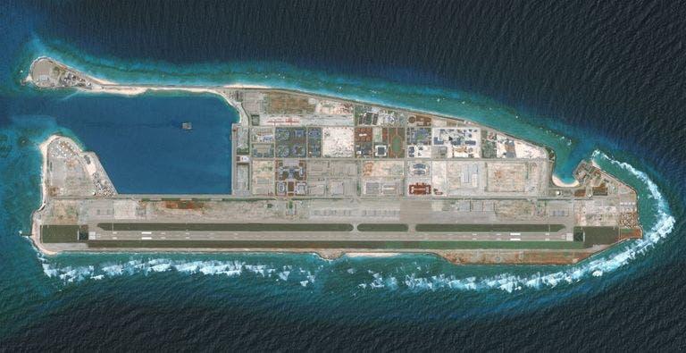 إحدى الجزر الصغيرة في بحر الصين الجنوبي