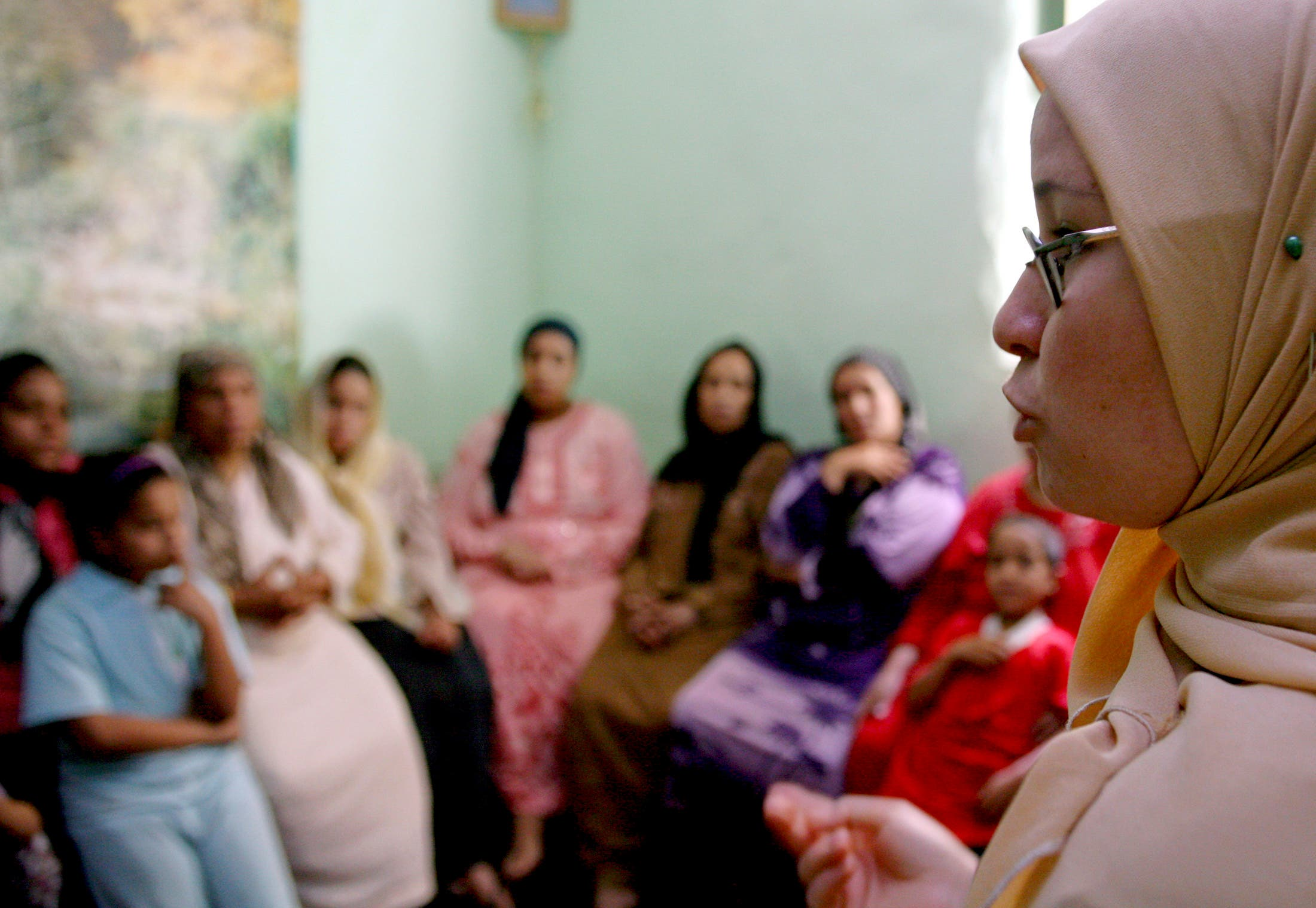 A counsellor talks to a group of women to try to convince them that they should not have FGM (Female Genital Mutilation) performed on their daughters in Minia, Egypt June 13, 2006. (Reuters)