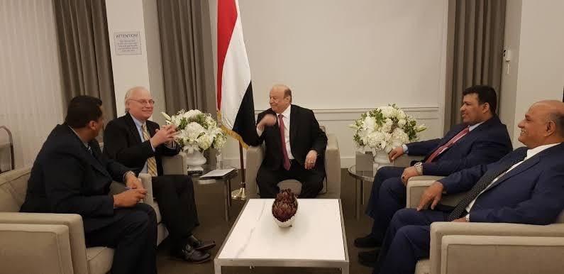 الرئيس اليمني عبدربه منصور هادي وتيموثي ليندركينغ (أرشيفية)