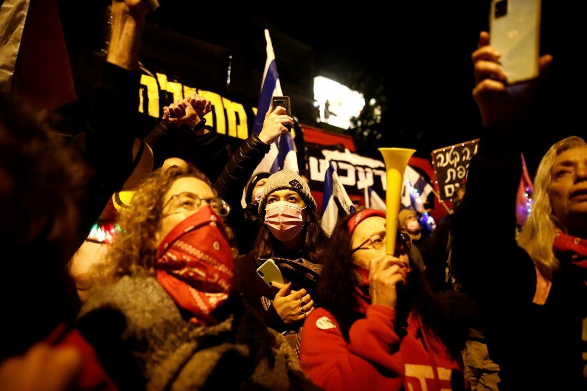 People protest against Israeli Prime Minister Benjamin Netanyahu's alleged corruption while Israel is under a lockdown as part of the coronavirus restrictions in Jerusalem. (Reuters)