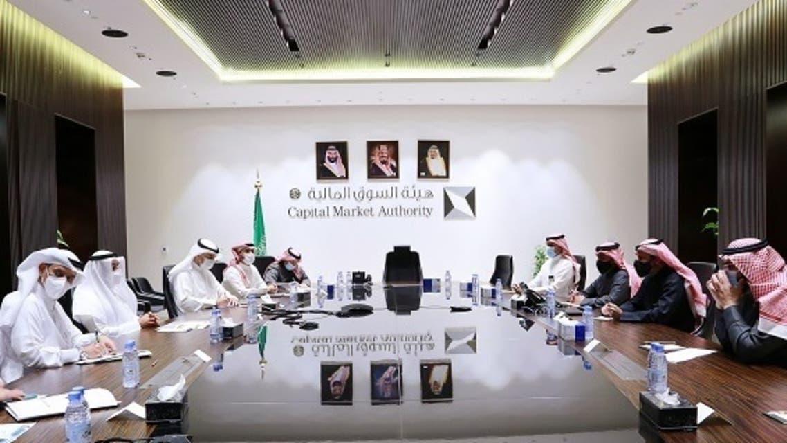 جانب من لقاء أمين مجلس التعاون مع رئيس هيئة السوق المالية