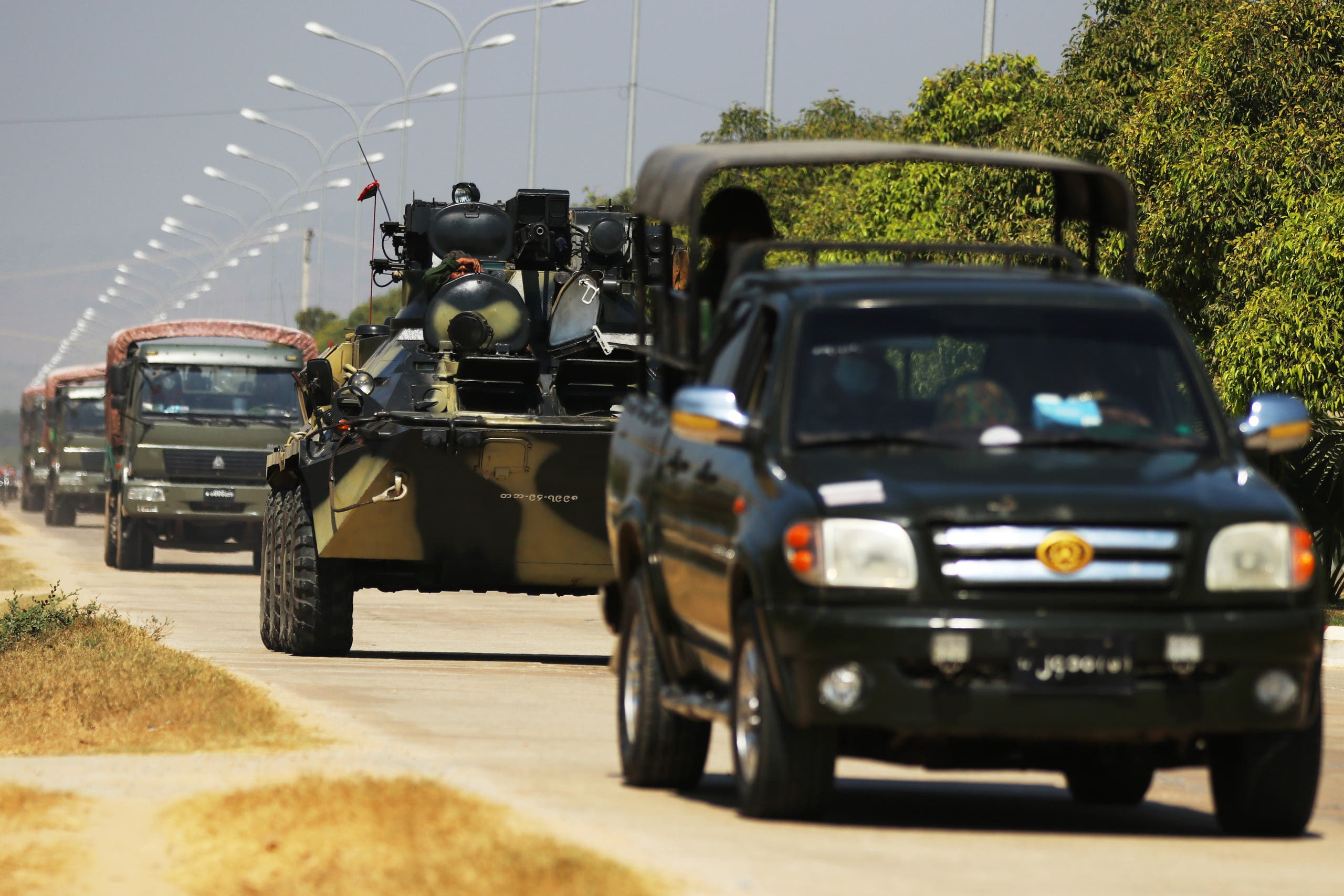 مركبات عسكرية في نايبيداو عاصمة بورما يوم 3 فبراير