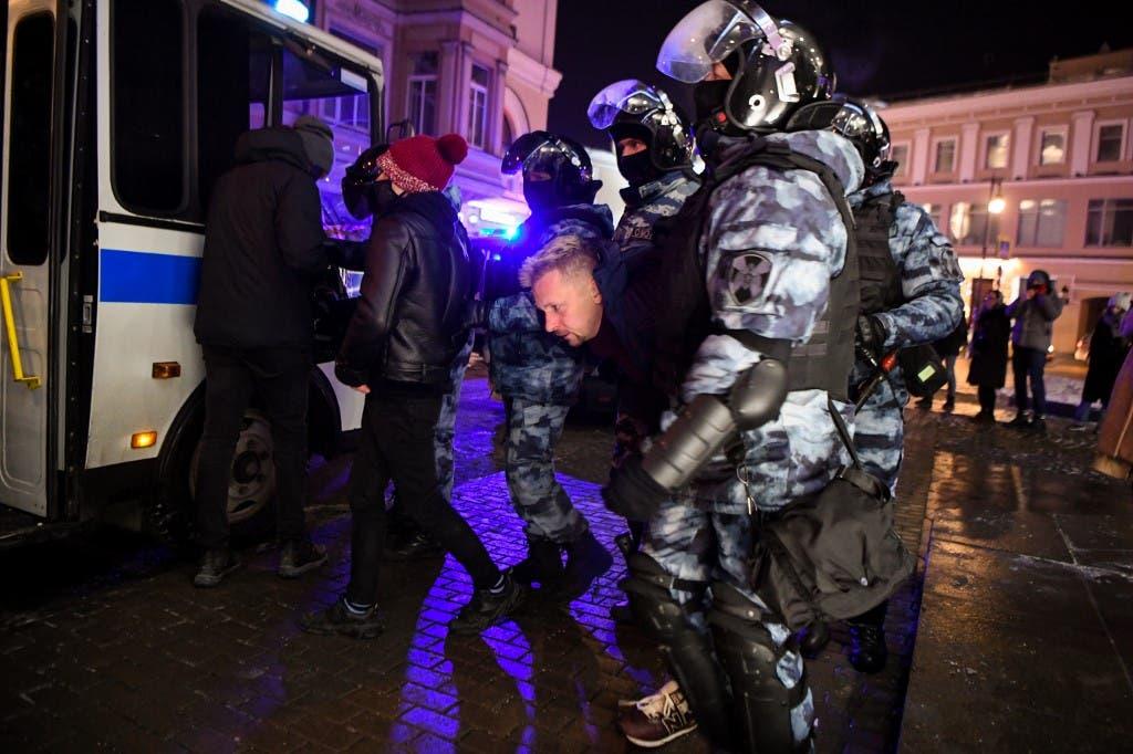 الشرطة الروسية تعتقل رجلا شارك في احتجاجات داعمة لنافالني