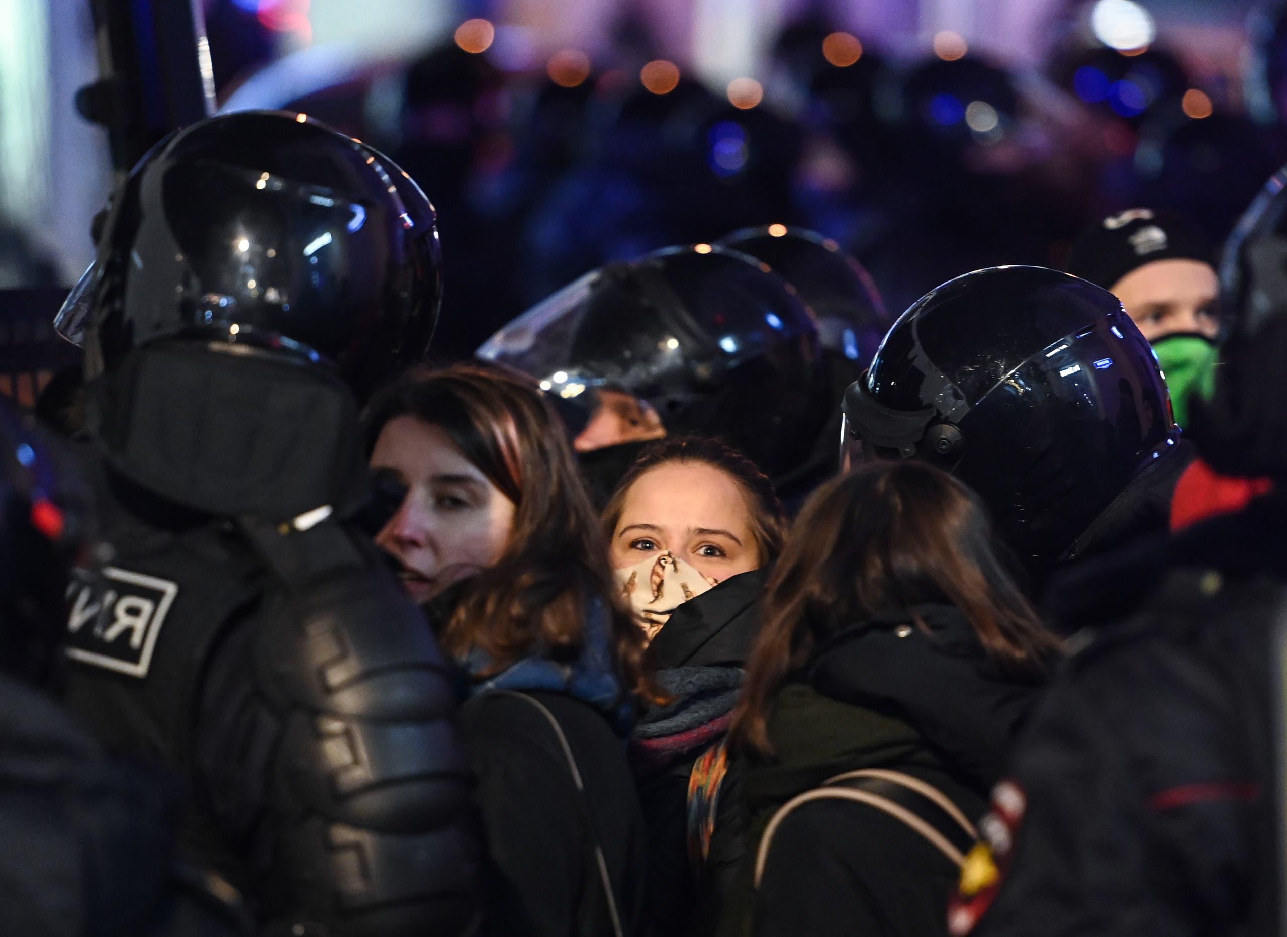اعتقال أشخاص مشاركين في الاحتجاجات وسط موسكو يوم 2 فبراير