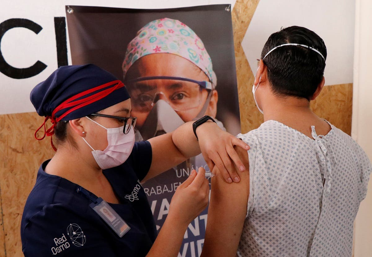 A volunteer receives an injection from a medical worker from Chinese pharmaceutical company CanSino Biologics Inc. for a late stage-trial against the coronavirus disease (COVID-19), in Oaxaca, Mexico November 6, 2020.(Reuters/Jorge Luis Plata)