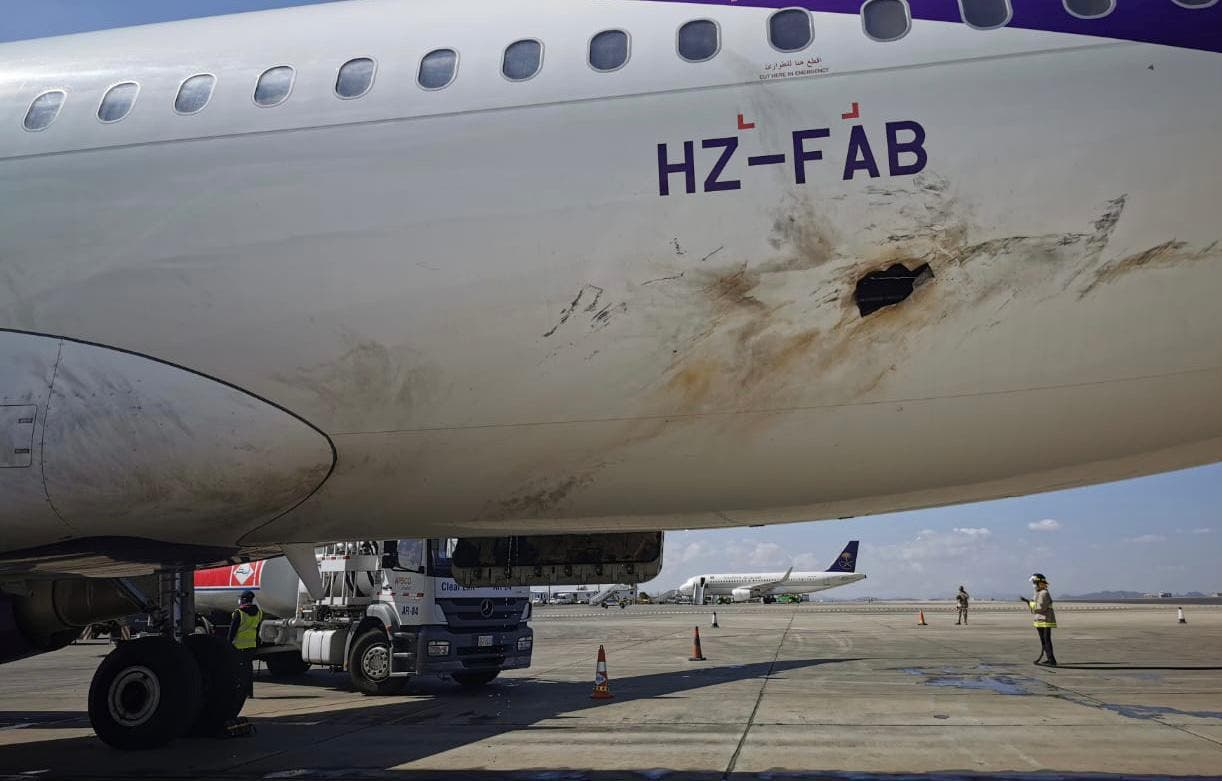 اضرار لحقت بطائرة مدنية في مطار أبها نتيجة استهداف الحوثي