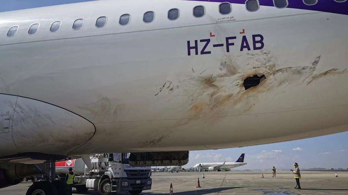 استهداف الحوثي لطائرة مدنية سعودية في مطار أبها