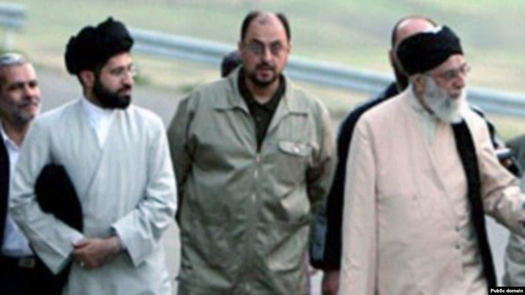 علی خامنهای و فرزندش مجتبی جانشین احتمالی وی