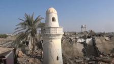 شاهد.. قصف صاروخي حوثي يدمر مسجداً غرب اليمن