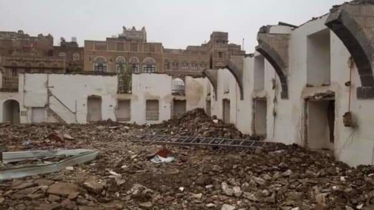صنعاء.. ميليشيا الحوثي تهدم مسجداً تاريخياً