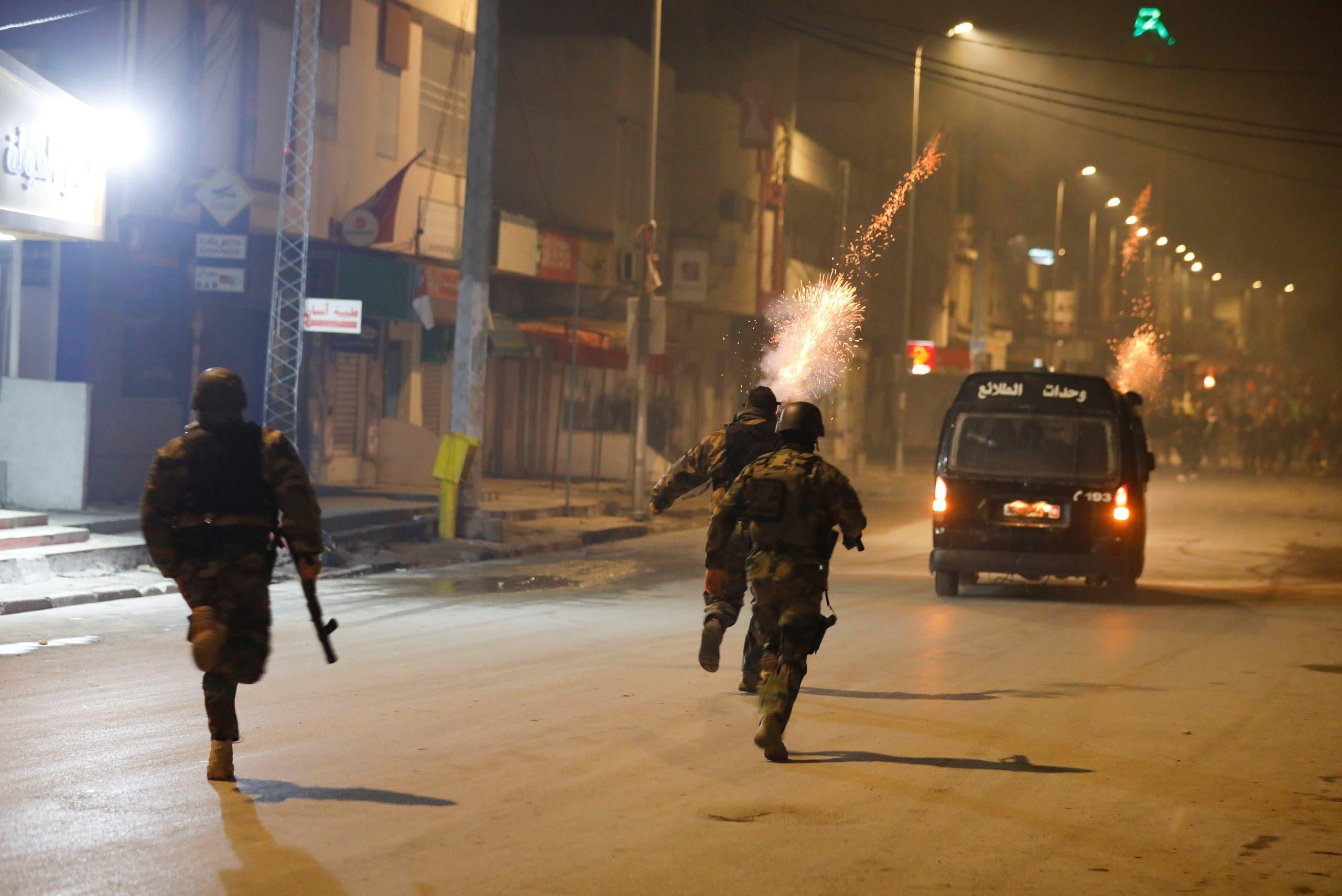اشتباكات بين قوات الأمن والمتظاهرين خلال احتجاجات تونس يوم 18 يناير