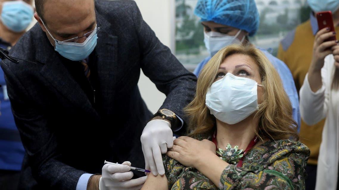 وزير الصحة في حكومة تصريف الأعمال حمد حسن في بيروت (أرشيفية- رويترز)