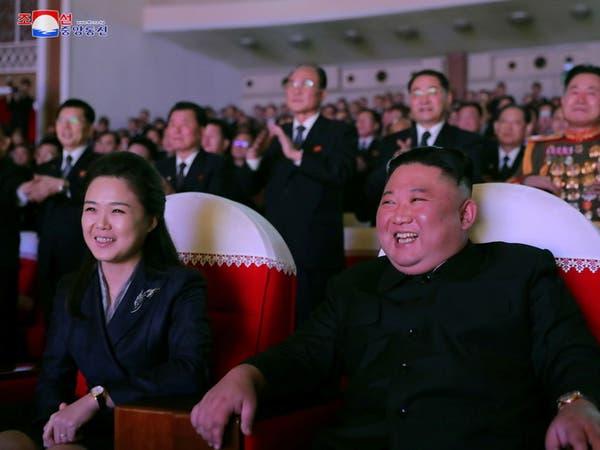 بالصور.. زوجة زعيم كوريا الشمالية تظهر لأول مرة منذ عام