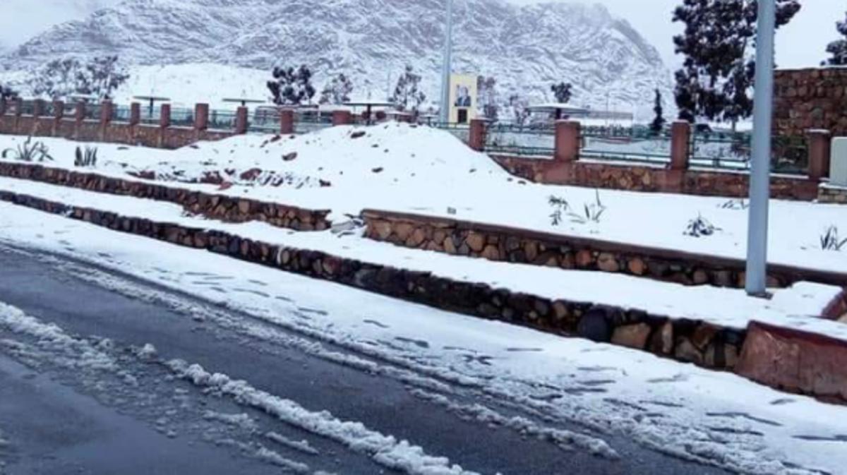 مفقودون وثلوج وانهيار عقارات في موجة طقس سيئ بمصر