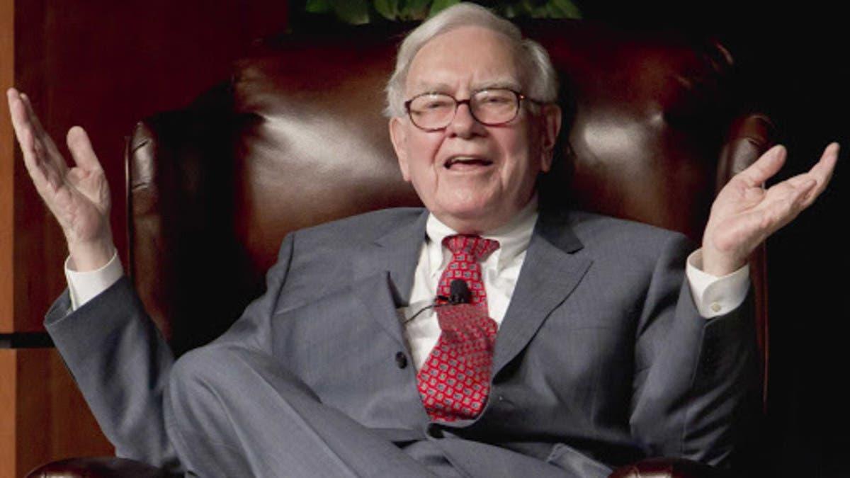 """وارن بافيت يخفض استثماره في """"أبل"""" ويستبدلها بهذه الشركات"""