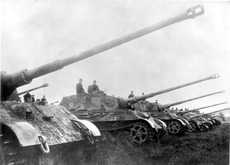 صورة لعدد من الدبابات الألمانية بالحرب العالمية الثانية