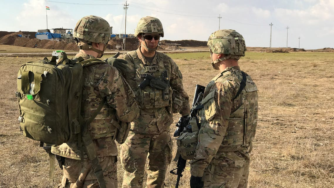 Commander of the U.S. led coalition, Lieutenant General Steve Townsend (C) speaks with U.S. soldiers at a military base north of Mosul, Iraq, January 4, 2017. REUTERS/Mohammed Al-Ramahi