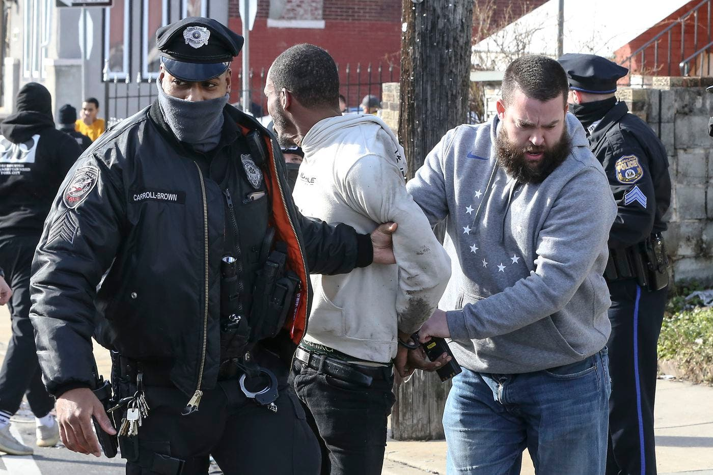 الشرطة توقف مشتبهاً به