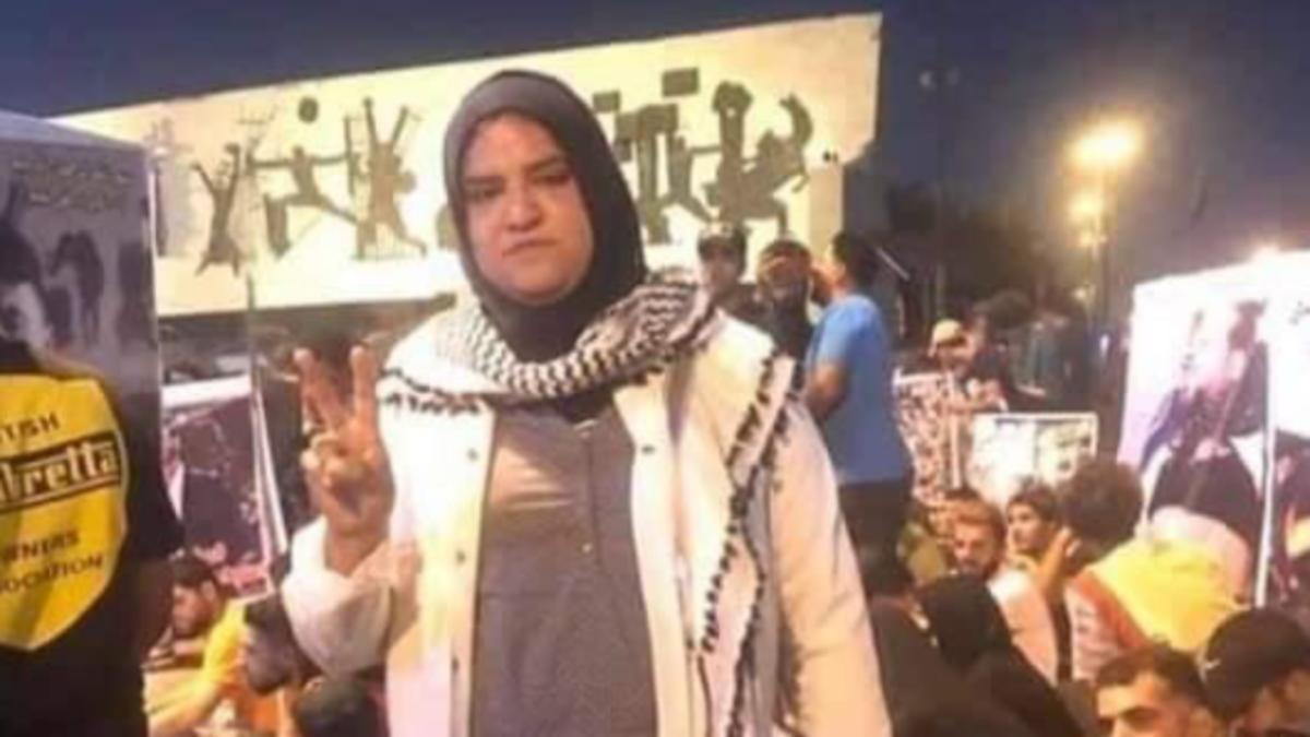مسعفة التحرير تبكي.. دموعها تفجر غضباً عراقياً من وزير