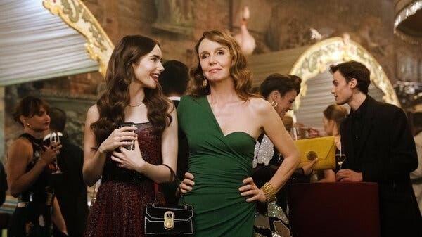 """""""سيلڤي"""" في Emily In Paris: هكذا اختاروني رغم كبر سني"""