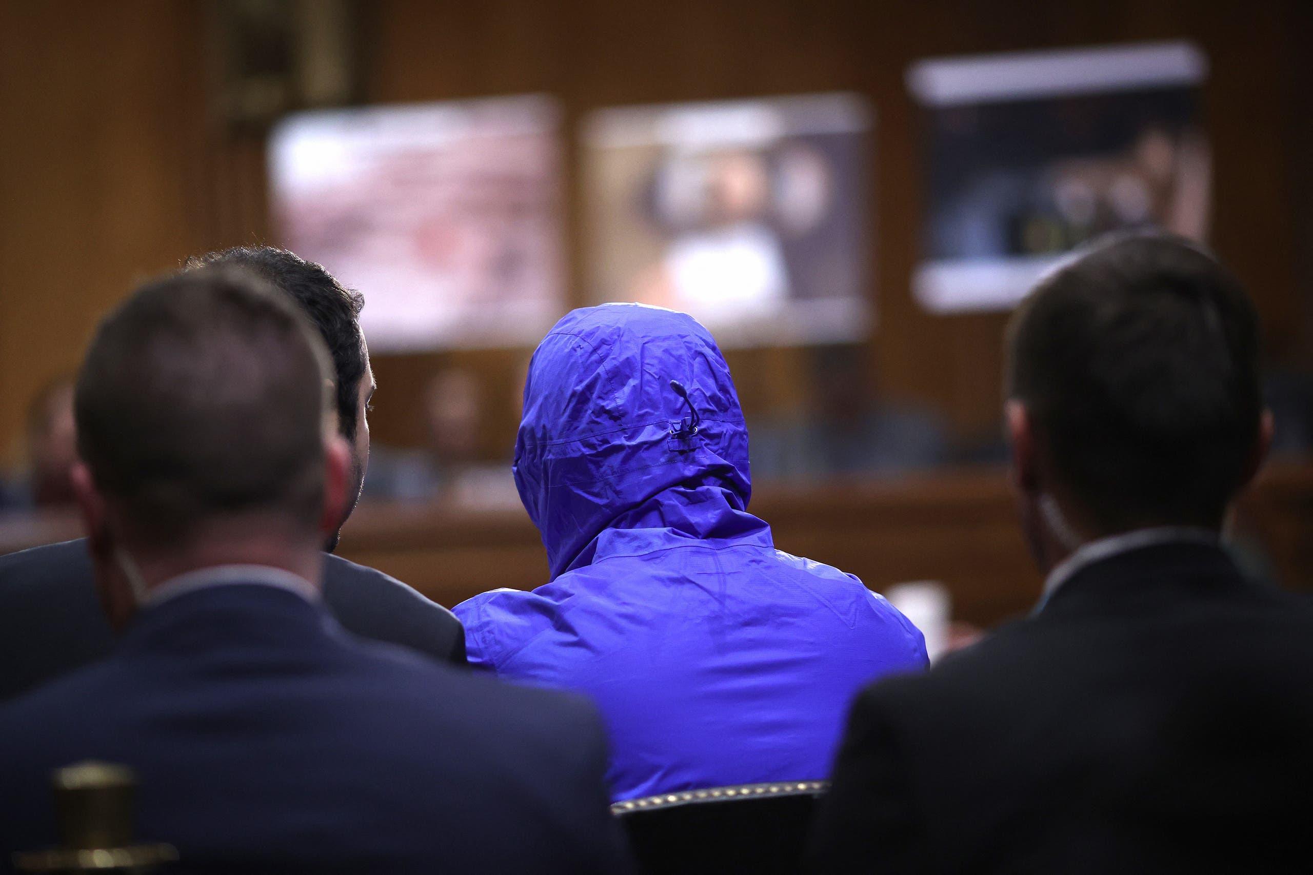 قيصر متخفيّاً بلباسه الأزرق أمام الكونغرس الأميركي