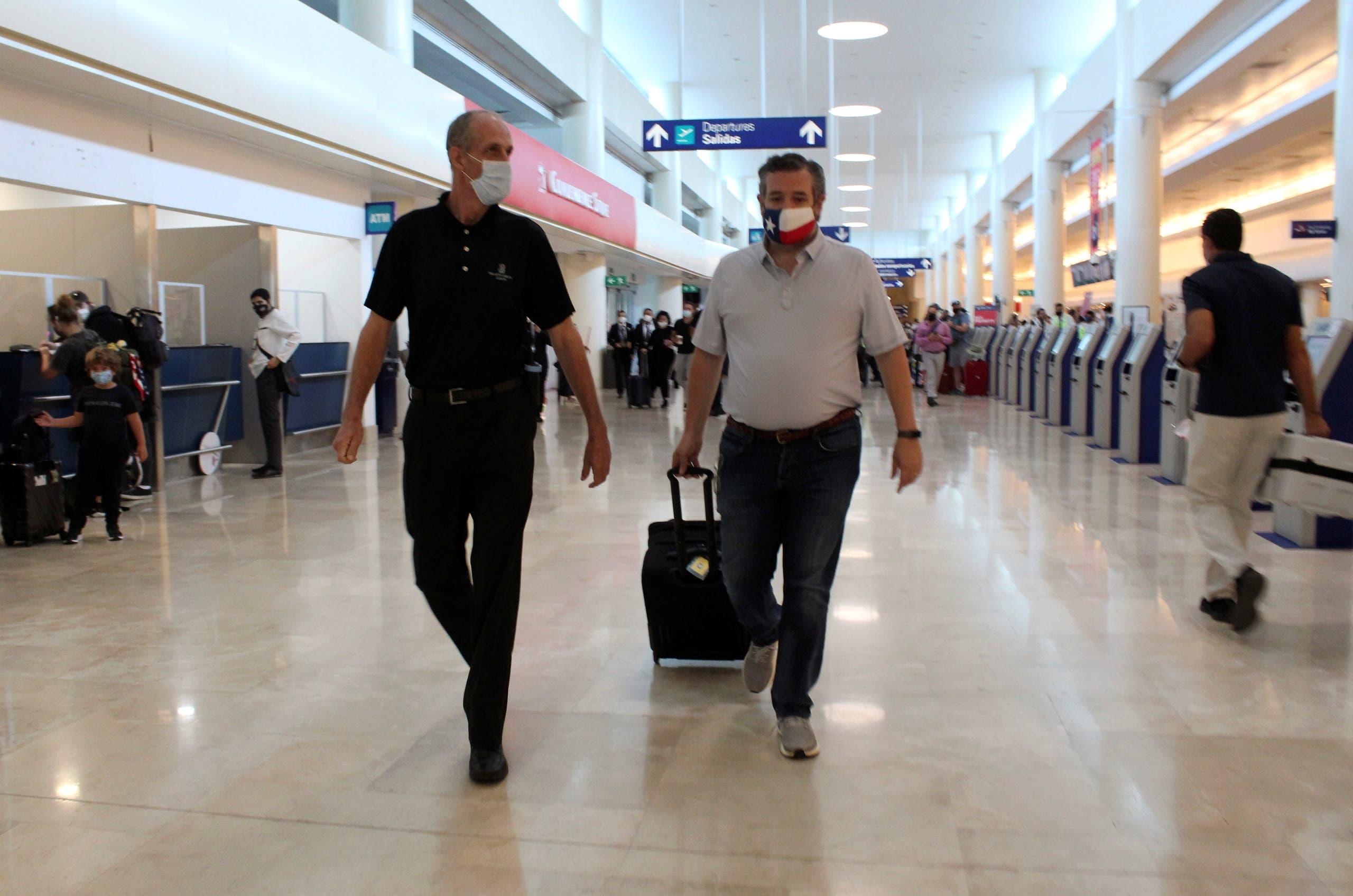 تيد كروز في المطار عائدا من المكسيك (أرشيفية- فرانس برس)